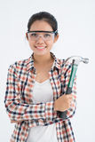 Kvinna med en hammare Fotografering för Bildbyråer