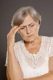 Kvinna med en huvudvärk fotografering för bildbyråer