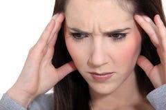 Kvinna med en huvudvärk Arkivfoto