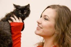 Kvinna med en katt Arkivbilder
