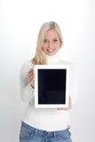 Kvinna med en minnestavlaPC royaltyfria foton