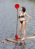Kvinna med en skovel royaltyfri fotografi