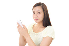 Kvinna med en smart phone  Arkivfoto