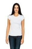 Kvinna med en tom t-skjorta Arkivfoto