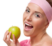 Kvinna med ett äpple royaltyfria bilder
