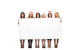 Kvinna med ett tecken i hatt för vit jul Royaltyfri Fotografi