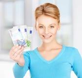 Kvinna med eurokassapengar Fotografering för Bildbyråer