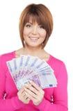 Kvinna med eurokassapengar Arkivfoton