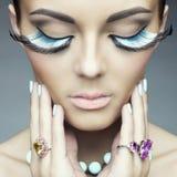 Kvinna med färgögonfrans Royaltyfri Foto