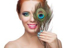 Kvinna med färgrik makeup fotografering för bildbyråer