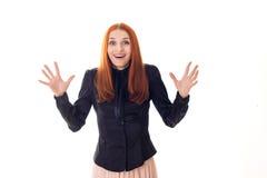 Kvinna med förvånade lyckliga ögon som vinkar händer Fotografering för Bildbyråer