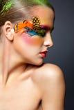 Kvinna med falsk fjäderögonfransmakeup Fotografering för Bildbyråer