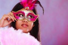 Kvinna med fanen för karnevalmaskeringshåll Royaltyfria Foton