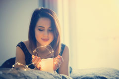 Kvinna med felika ljus Fotografering för Bildbyråer