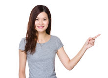 Kvinna med fingerpunkt upp Arkivbild