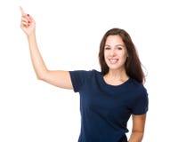 Kvinna med fingershow ut Royaltyfria Bilder