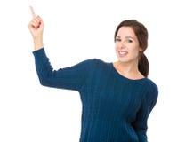 Kvinna med fingershow ut Arkivbilder
