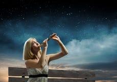 Kvinna med fiolen Fotografering för Bildbyråer