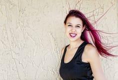 Kvinna med flödande magentafärgat hår Fotografering för Bildbyråer