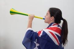 Kvinna med flaggan i den vita bakgrunden Royaltyfri Foto