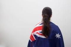Kvinna med flaggan i den vita bakgrunden Arkivfoto