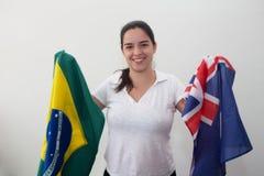 Kvinna med flaggor i den vita bakgrunden royaltyfri bild
