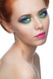 Kvinna med färgrik makeup Royaltyfri Bild
