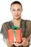 Kvinna med gåvan Arkivbilder