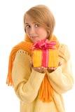 Kvinna med gåvan royaltyfri bild
