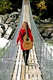 kvinna med gitarren Royaltyfri Bild