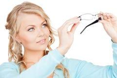 Kvinna med glasögon Arkivbild