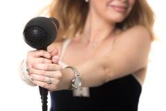 Kvinna med hårtork Arkivfoto