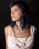 Kvinna med halsband Arkivfoto