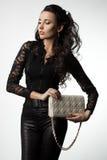 Kvinna med handväskan Fotografering för Bildbyråer