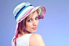 Kvinna med hatten royaltyfria foton