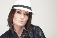 Kvinna med hatten Royaltyfri Foto