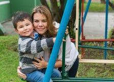 Kvinna med hennes son i parkera royaltyfri foto