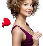 Kvinna med hjärta royaltyfria bilder