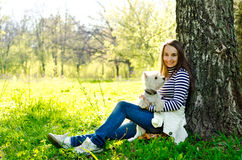 Kvinna med hunden royaltyfri fotografi