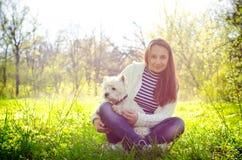 Kvinna med hunden royaltyfria foton