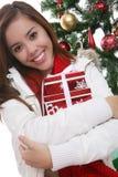Kvinna med julklapp Fotografering för Bildbyråer