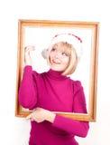 Kvinna med julpresents som slitage den santa hatten Royaltyfria Foton