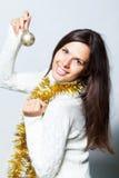 Kvinna med jultoys Royaltyfria Bilder