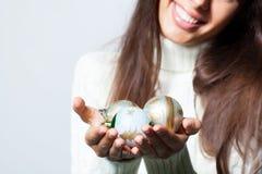Kvinna med jultoys Fotografering för Bildbyråer