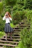 Kvinna med kameran Royaltyfria Foton