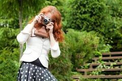 Kvinna med kameran Arkivbilder