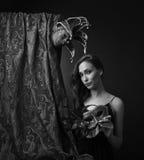 Kvinna med karnevalmaskeringar Royaltyfri Bild