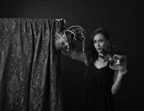 Kvinna med karnevalmaskeringar Arkivfoto