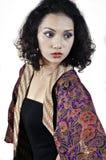 Kvinna med kläder traditionella indonesia. Royaltyfria Foton