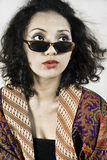 Kvinna med kläder traditionella indonesia och wear Royaltyfri Fotografi